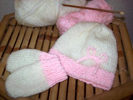 Easy New Born Hat And Mittens Knitting Pattern